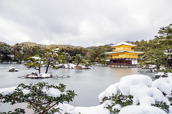 中村公認会計事務所 年末年始の営業日ご案内イメージ 京都の金閣寺